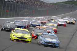 Kevin Harvick, Stewart-Haas Racing, Ford Fusion Busch Beer, Ryan Blaney, Team Penske, Ford Fusion Menards/Duracell