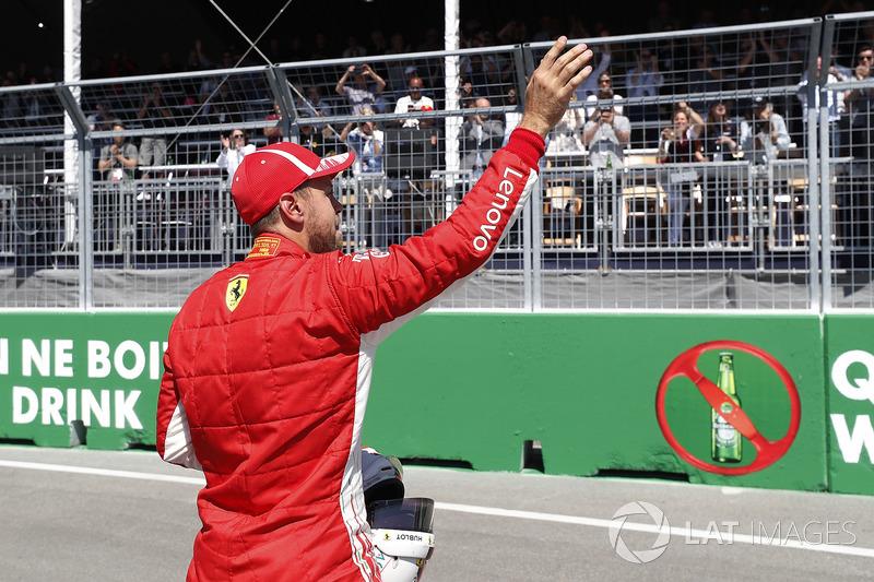 Il poleman Sebastian Vettel, Ferrari, festeggia dopo le Qualifiche