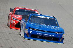 Elliott Sadler, JR Motorsports, Chevrolet Camaro Chevrolet OneMain Financial and Kyle Busch, Joe Gib