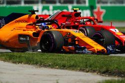 Fernando Alonso, McLaren MCL33 y Kimi Raikkonen, Ferrari SF71H, in FP1