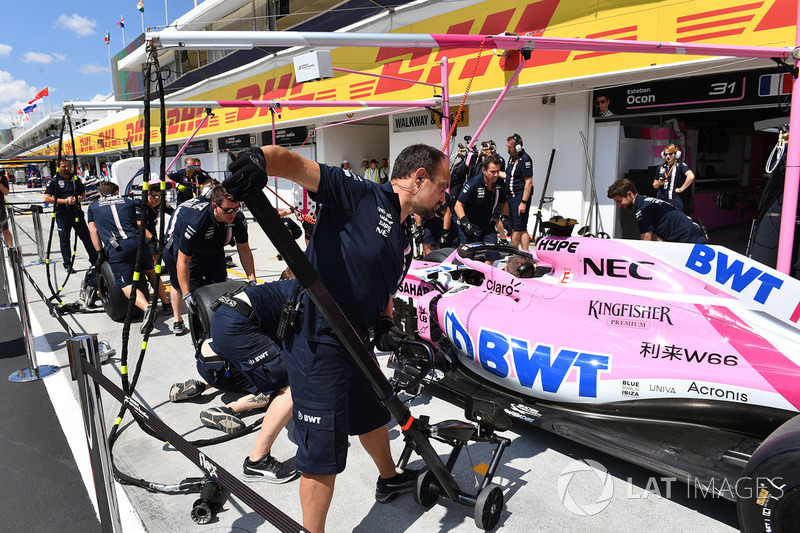 Force India F1 practice pit stops