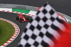 Kimi Raikkonen, Ferrari SF71H et un drapeau