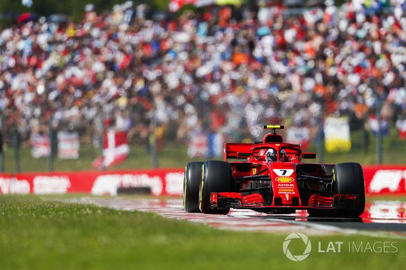 Terceiro colocado, Kimi Raikkonen subiu pela quinta vez seguida no pódio