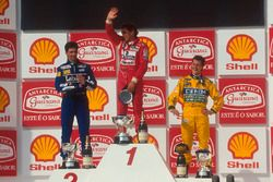 Podium: Race winner Ayrton Senna, McLaren, second place Damon Hill, Williams, third place Michael Schumacher, Benetton