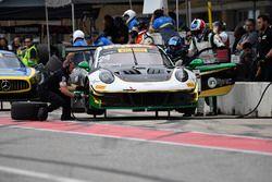 Alegra Motorsports Porsche 911 GT3 R: Michael Christensen, Spencer Pumpelly, pit stop