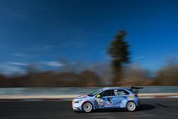 #831 Target Competition Hyundai i30 TCR: : Gabriele Tarquini, Kim Jaekyun, Nicola Larini