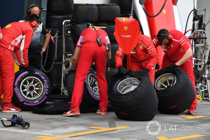 Mecánica de Ferrari con neumáticos Pirelli