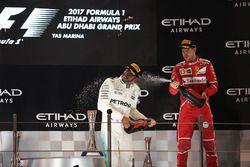 Обладатель второго места Льюис Хэмилтон, Mercedes AMG F1, третье место – Себастьян Феттель, Ferrari