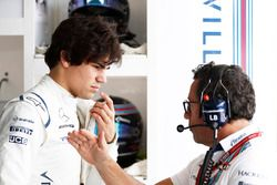 Lance Stroll, Williams, con su ingeniero Luca Baldisserri Williams F1
