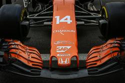 Dettaglio del naso e dell'ala anteriore della monoposto di Fernando Alonso, McLaren MCL32
