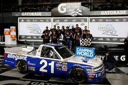 Ganador de la carrera Johnny Sauter, GMS Racing Chevrolet Silverado