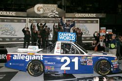 Race winner Johnny Sauter, GMS Racing, Allegiant Airlines Chevrolet Silverado