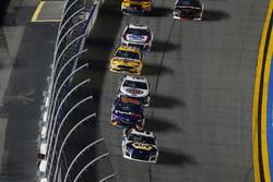 Chase Elliott, Hendrick Motorsports Chevrolet Camaro e Denny Hamlin, Joe Gibbs Racing Toyota