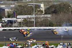 Crash: Daniel Suarez, Joe Gibbs Racing Toyota, Kyle Larson, William Byron, Hendrick Motorsports, AXA