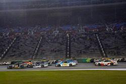 Erik Jones, Joe Gibbs Racing Toyota, Kyle Larson, Chip Ganassi Racing Chevrolet, Brennan Poole, Chip