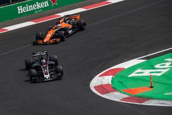 Romain Grosjean, Haas F1 Team VF-17 and Fernando Alonso, McLaren MCL32 battle