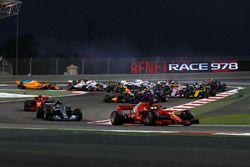 Sebastian Vettel, Ferrari SF71H al comando alla partenza della gara