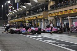 Sergio Perez, Force India VJM11 et Esteban Ocon, Force India VJM11