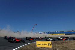 Mick Schumacher, PREMA Theodore Racing Dallara F317 - Mercedes-Benz, passa sulla ghiaia alla partenza