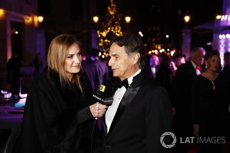 Nelson Piquet dando entrevista para a filha Julia Piquet
