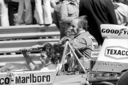Denny Hulme, McLaren rides back to the pits on the sidepod