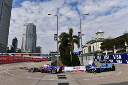 Alex Lynn, DS Virgin Racing, leads Sébastien Buemi, Renault e.Dams