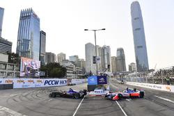 Alex Lynn, DS Virgin Racing, leads Felix Rosenqvist, Mahindra Racing