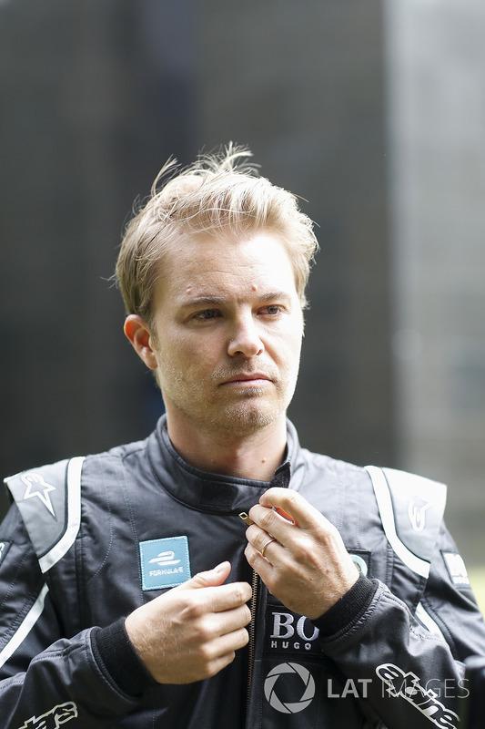 Formula 1 şampiyonu Nico Rosberg Gen 2 Formula E aracıyla sürüş yapıyor
