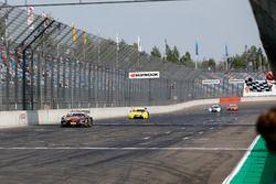 Checkered flag for Edoardo Mortara, Mercedes-AMG Team HWA, Mercedes-AMG C63 DTM