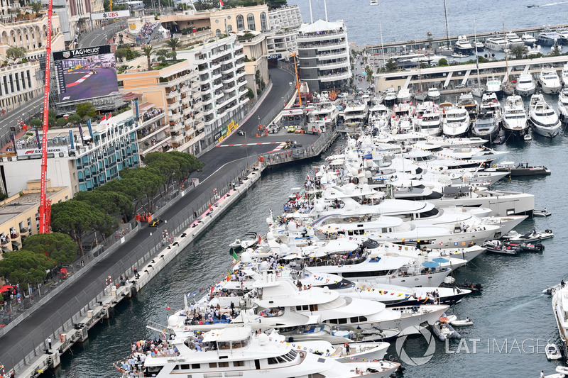 Monacolu ancak zengin bir aileden değil