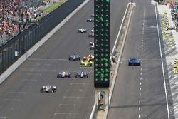 Will Power, Team Penske Chevrolet leads a restart