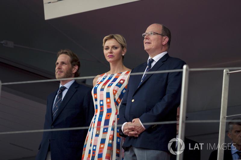 El Príncipe Alberto de Mónaco y la Princesa Charlene de Mónaco, Charlene Wittstock, en el podio