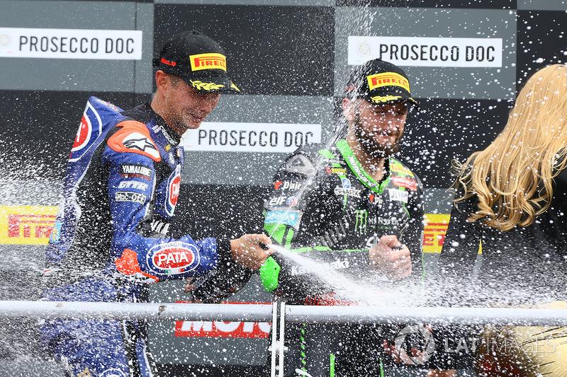 Podio: ganador de la carrera Michael van der Mark, Pata Yamaha, tercero Tom Sykes, Kawasaki Racing