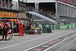Valtteri Bottas, Mercedes-AMG F1 W09 au stand