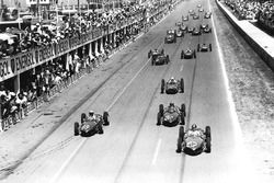 Richie Ginther leads Phil Hill, Wolfgang von Trips, all Ferrari Dino 156, Stirling Moss, Lotus 18-Climax, Graham Hill, BRM P48/57-Climax, John Surtees, Cooper T53-Climax, Innes Ireland, Jim Clark, both Lotus 21-Climax, and Tony Brooks, BRM P48/57-Climax, at the start