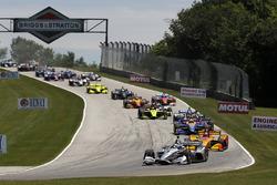 Josef Newgarden, Team Penske Chevrolet leads at the start