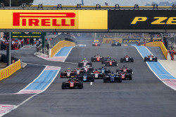 George Russell, ART Grand Prix, leads Sergio Sette Camara, Carlin and the rest of the field at the start of the race
