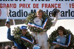 Podium : le vainqueur Ronnie Peterson, le second Francois Cevert, le troisième Carlos Reutemann
