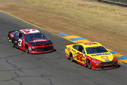 Joey Logano, Team Penske, Ford Fusion Shell Pennzoil and Austin Dillon, Richard Childress Racing, Chevrolet Camaro Dow