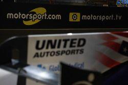 United Autosports, Motorsport.com and Motorsport.tv logos on pitlane