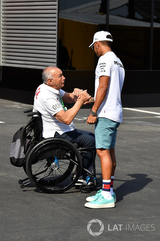 Lewis Hamilton, Mercedes-AMG F1 con fans