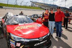 Riley Herbst, Joe Gibbs Racing, Toyota Camry Advance Auto Parts with parents