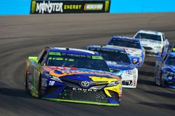 Кайл Буш, Joe Gibbs Racing Toyota и Дейл Эрнхардт-мл., Hendrick Motorsports Chevrolet