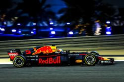 Red Bull RB14 halosuz
