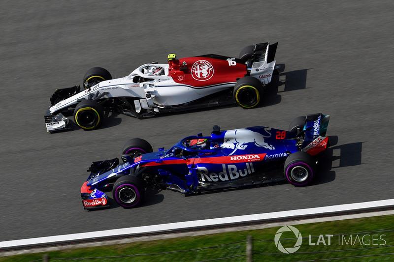 Charles Leclerc, Sauber C37 and Brendon Hartley, Scuderia Toro Rosso STR13