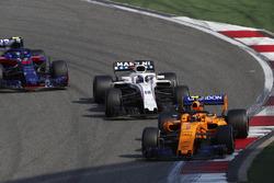 Stoffel Vandoorne, McLaren MCL33 Renault, Lance Stroll, Williams FW41 Mercedes, et Pierre Gasly, Toro Rosso STR13 Honda