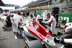 Marcus Ericsson, Sauber C37 Ferrari, on the grid