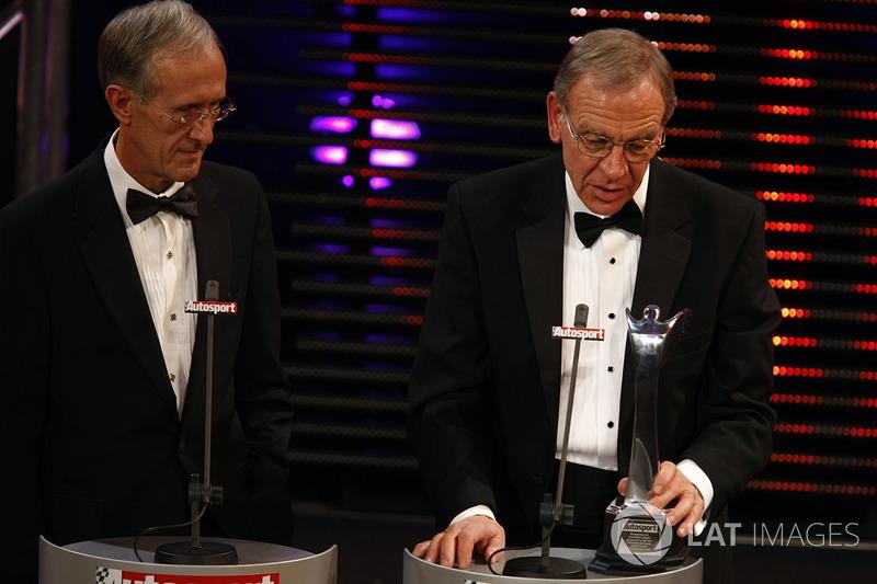 Robert Hubbard (kanan) menerima penghargaan di Autosport Awards 2007