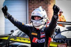#17 Team WRT Audi R8 LMS: Stuart Leonard