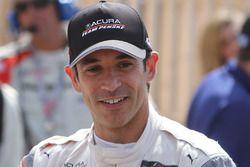 Il vincitore della gara Helio Castroneves, Acura Team Penske